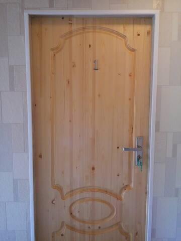 дверь под ключ в комнату №1