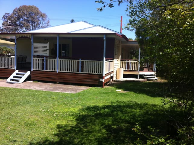 Self-contained house to yourselves in Caboolture - Caboolture - Talo