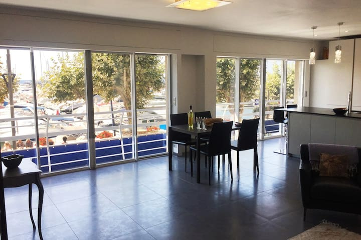 Appartement design ensoleillé vue mer