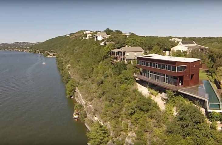 Lakeside home w/ spectacular views