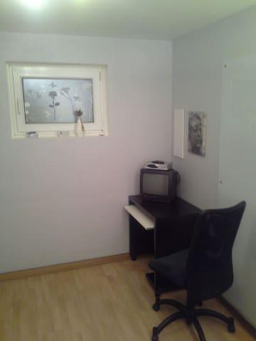 ruhiges Zimmer für 1 Person - Reichertshofen - Casa