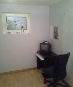 ruhiges Zimmer für 1 Person - Reichertshofen - Talo