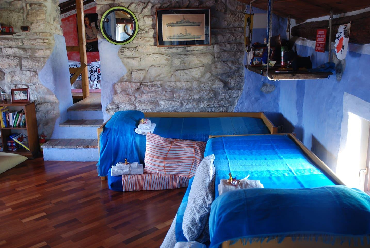 Blu bedroom 2 beds + 2 matress