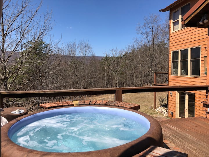 Lucky Dog- Pet Friendly, Private Hot tub