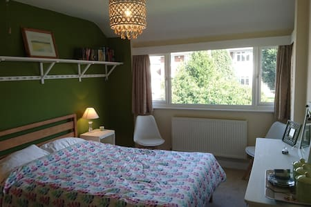 Double bedroom, quiet cul de sac, Maidstone