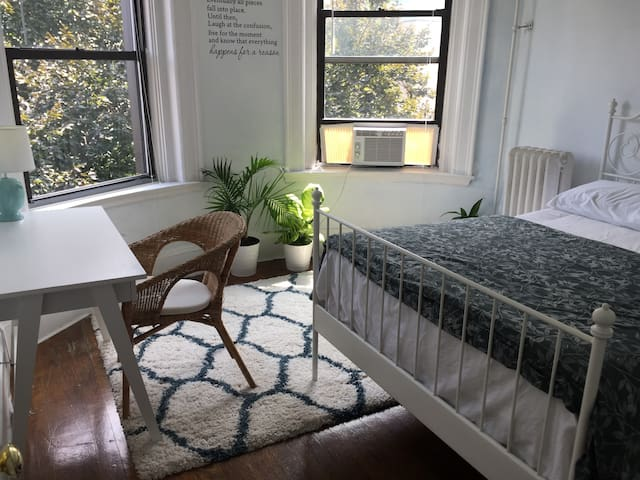 **Harvard/MIT/ HKS/Central Sq. Cosy bedroom*