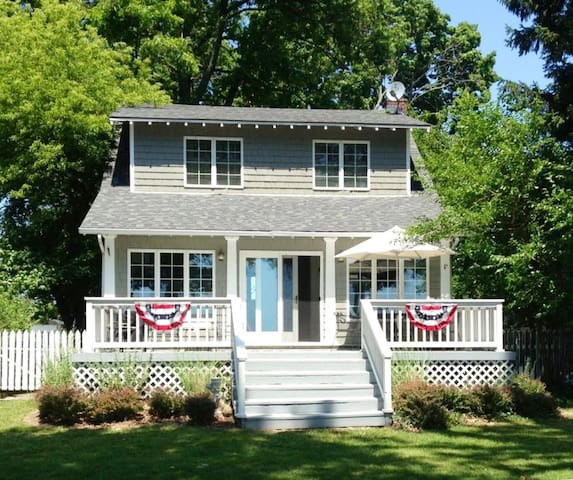 Charming Lakefront Vacation Rental
