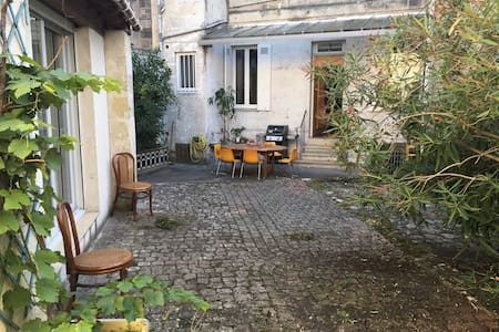 """STUDIO LUMINEUX PROCHE """"PONT DE PIERRE"""" - Bordeaux - Apartament"""