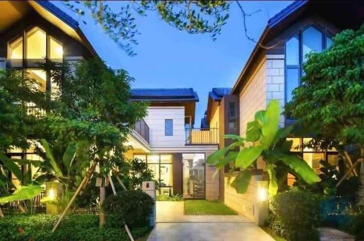 海滨别墅:三亚湾椰梦长廊上海边100米 优雅的环境严格安保度假的不二选择 近天涯海角/机场/免费停车
