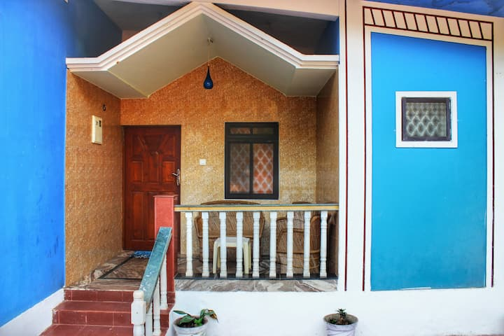 Blue house assagao,fully furnished,nature friendly