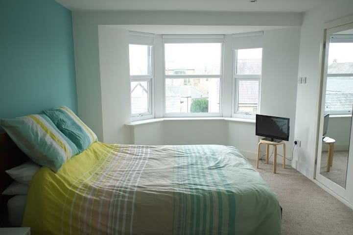 Large private ensuite double bedroom. - Morecambe - House