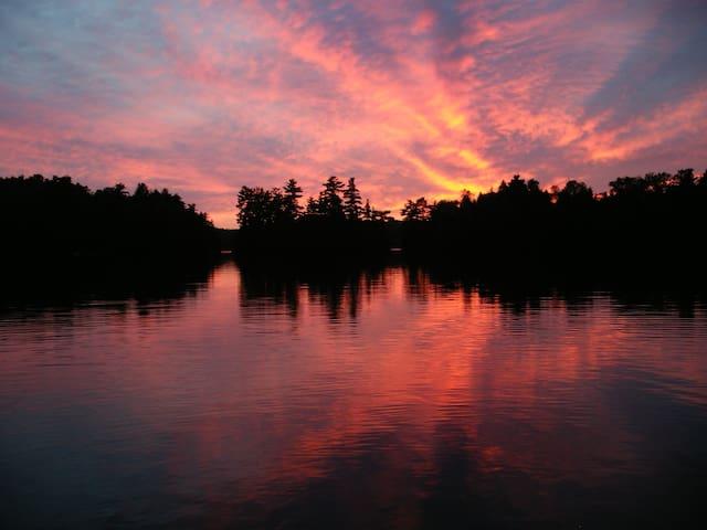 Sunset View Cottage on Kashwakamak Lake