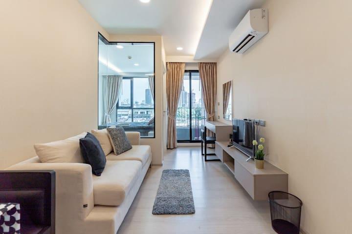 20%off 特价 超大泳池 免费wifi @bts 通罗站 素坤逸地区 高级公寓