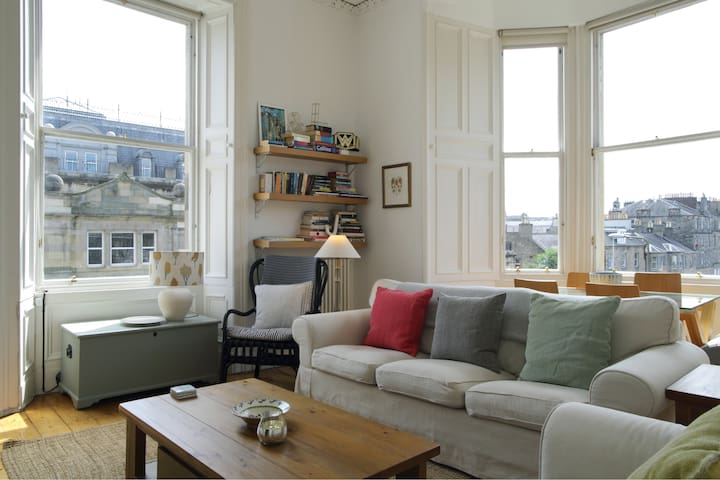 A Bright & Tranquil Space in Edinburgh's New Town!
