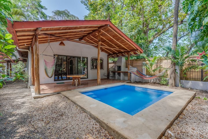 Authentic cosy home ac pool steps to beach & cafes