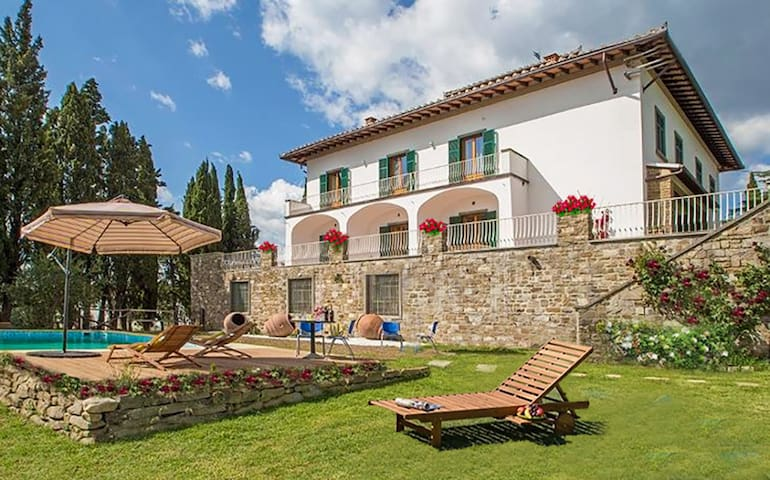 Charming Villa-6 ensuite bd-14km from Florence