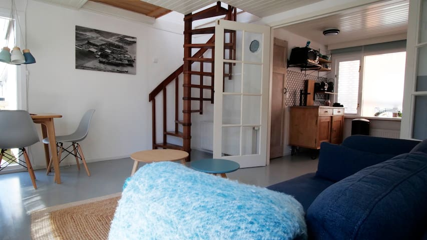 Lovely houseboat apartment with water terrace