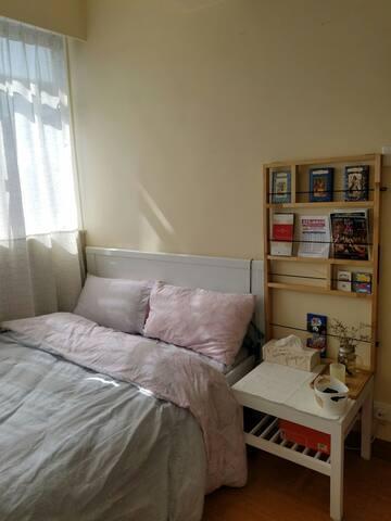 Cozy private room/Excellent location (Cwb)/Windows