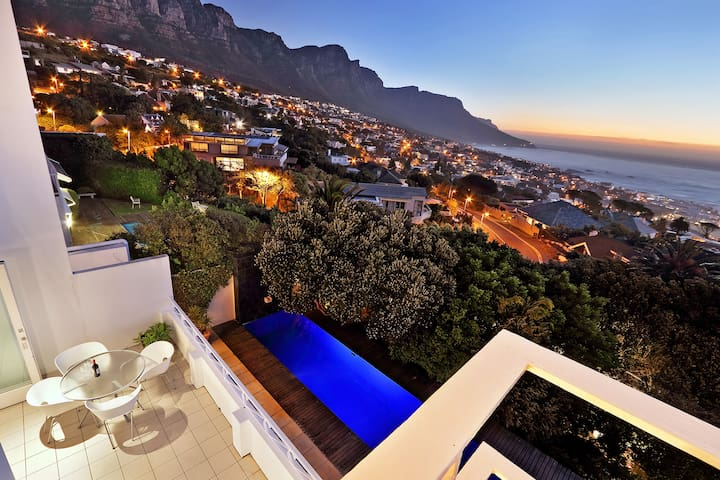 Delightful large villa in Camps Bay with pool