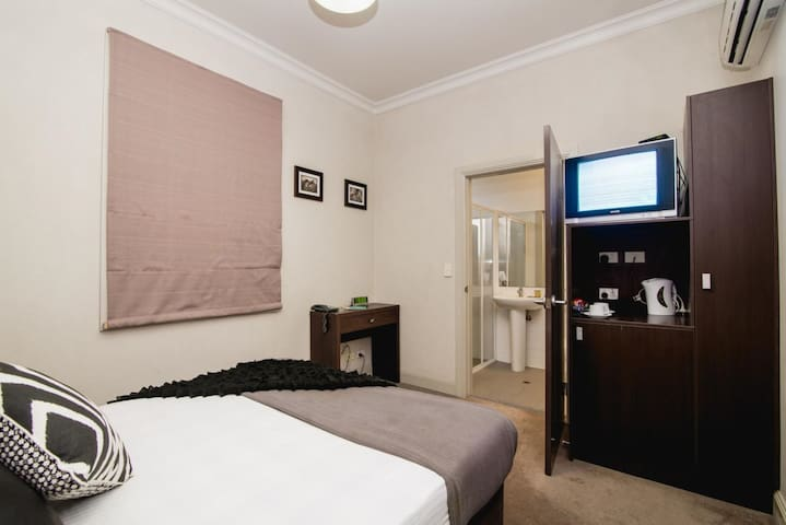 Private King or Twin Room with Ensuite & free WiFi