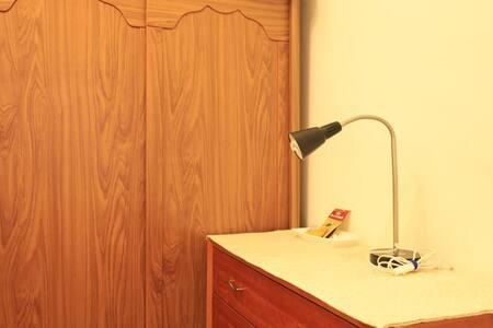 捷運站旁旅館級溫馨小房 A Hotel-level  cozyroom (near MRT)