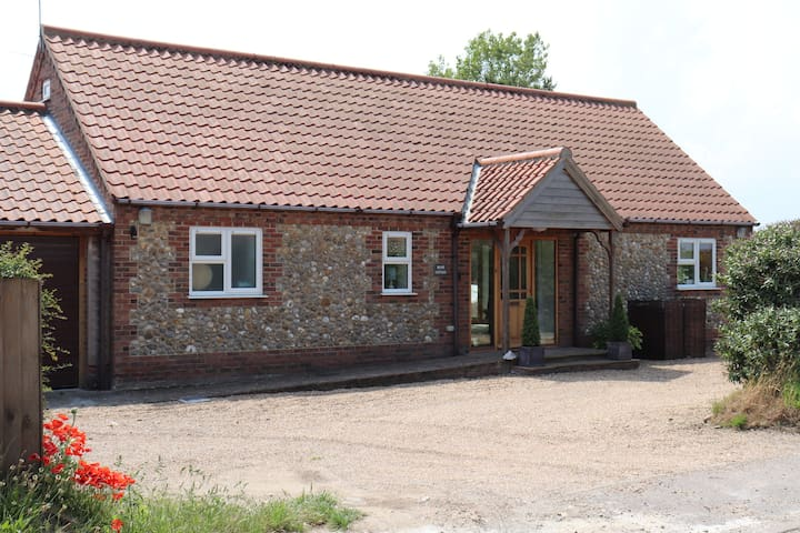 Hope Cottage- Flint cottage close to Morston Quay.