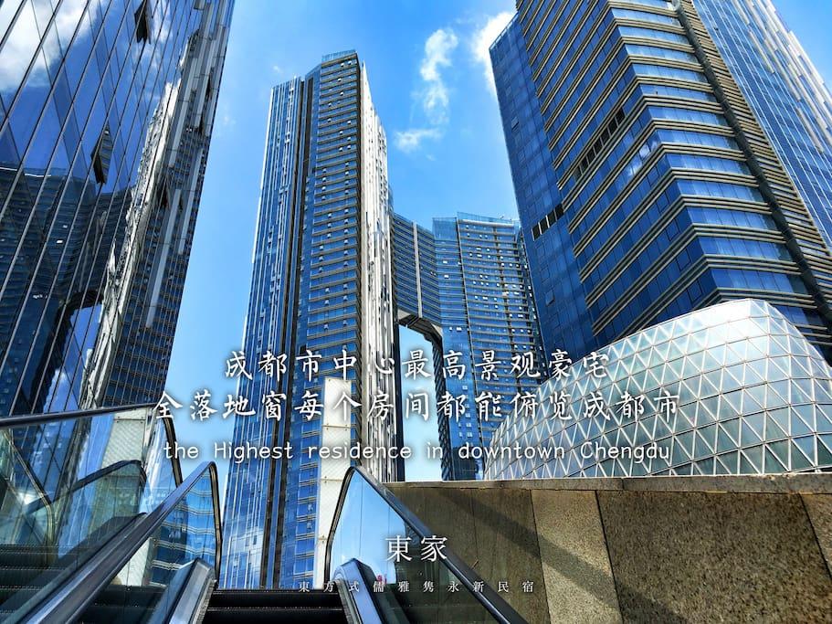 公寓外观,成都市中心最高建筑。10分钟可以走到太古里、春熙路、天府广场、体育中心、IFS。可以随意乘坐1、2、3、4号线。