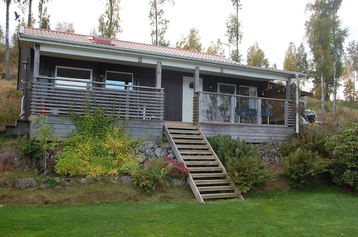 Lovely cottage  at lake i Tranås, near Golf Course