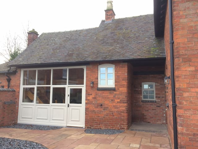 Woodleighton Cottages - The Old Coach House - Uttoxeter - Huis