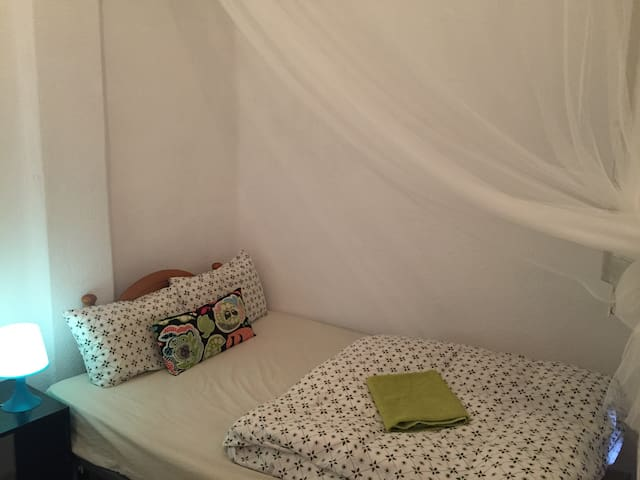 Budget double room in the heart of Valencia! - València - Haus