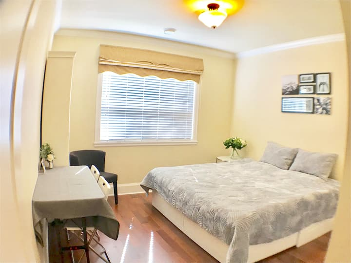Cozy King Sized Bed Private Entrance Suite