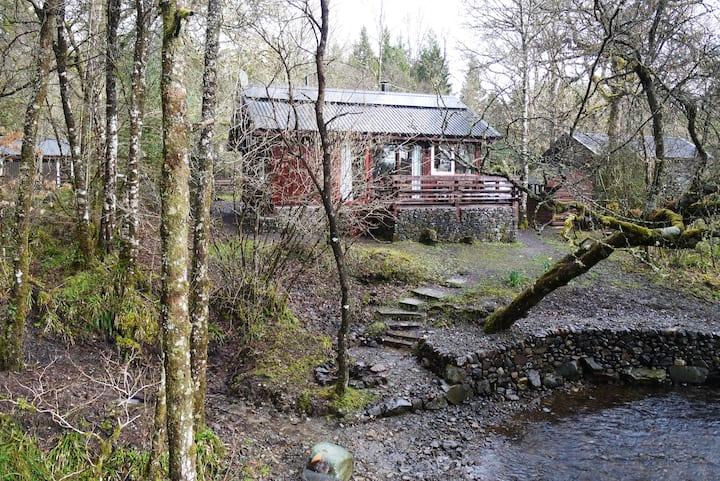 Cosy Burn Side Cabin - Loch Awe