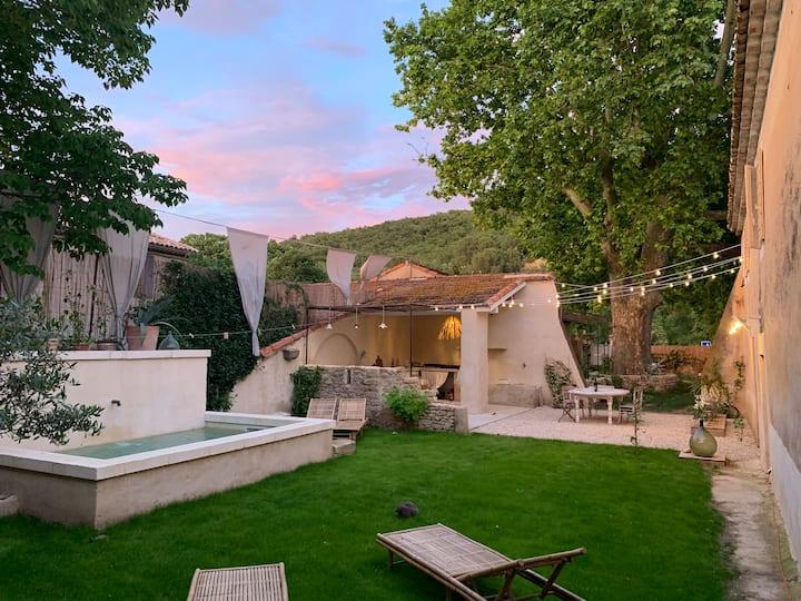 Bastide provençale gîte avec piscine en Luberon