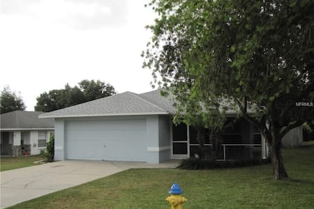 3bed/2bath with private pool LEGOLAND/Disney area!