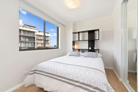Marvellous modern high floor pad - Darlinghurst