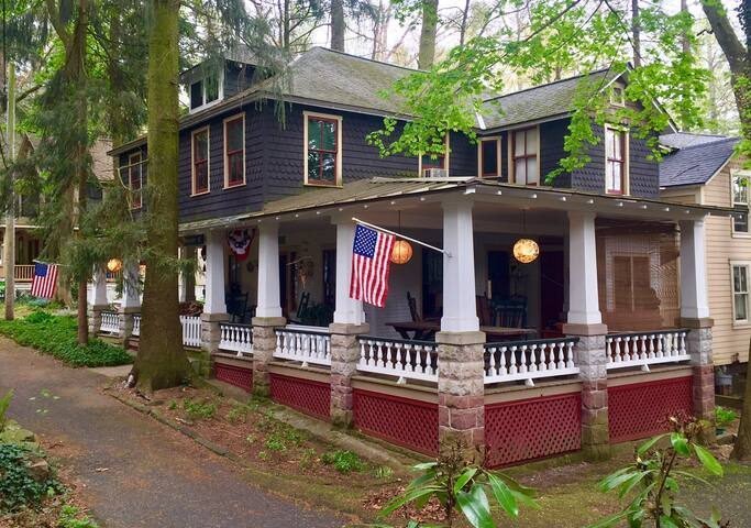 The Mason-Dixon Cottage, Vintage Charming Cottage - Mount Gretna - Cabin