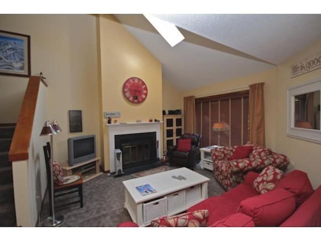 Cozy Condo For Skiing-Hiking-Biking Lovers - West Windsor - Condominium
