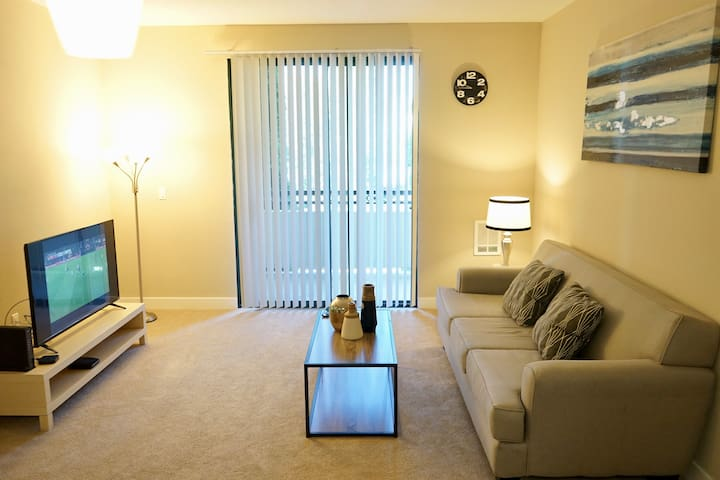 Foster City Brand New 1Bd! Pool+Gym+Smart TV!