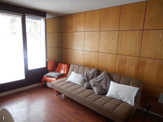 Modern  studio apartment  Sleeps 4
