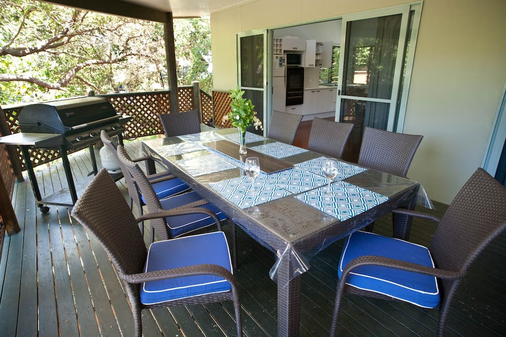 Large front deck for outdoor dining