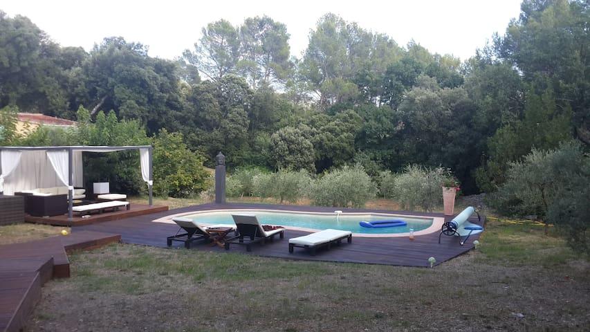 Charmante maison au calme avec piscine - Barjols - บ้าน