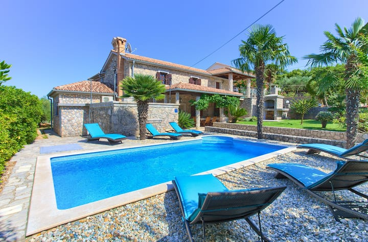 Apartment Magdalea With Swimming Pool And Seaview