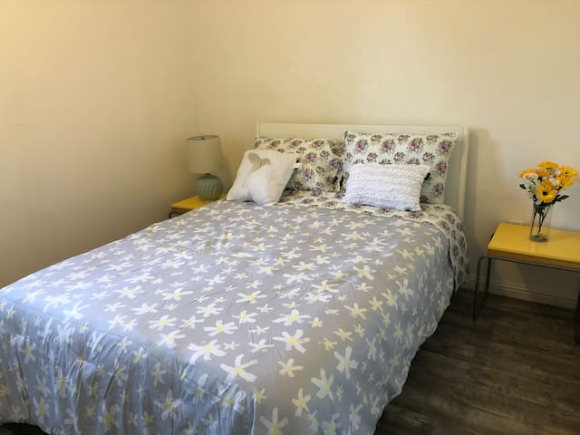 Small Unit, 10 min to San Francisco & Berkeley