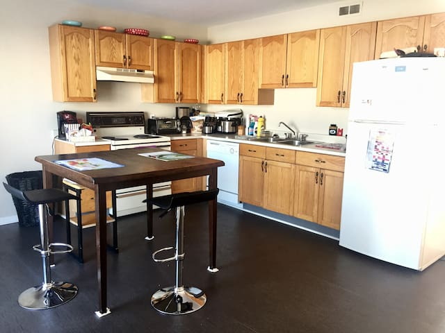 Free Breakfast & Amazing House in Moncton - Moncton - Huis