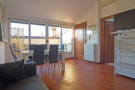 Appartamento in palazzo epoca, vista spettacolare - Bologna