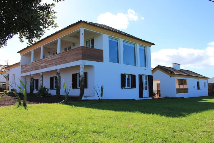 FAMILY HOUSE _STA BARBARA BEACH - Ribeira Grande - Hus