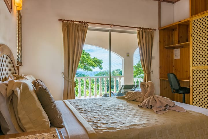 Bougainvillea- Chalets with sea view- Anse Royale