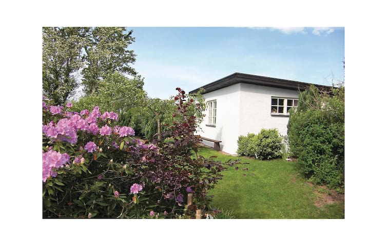 Holiday cottage with 1 bedroom on 30 m² in Halmstad