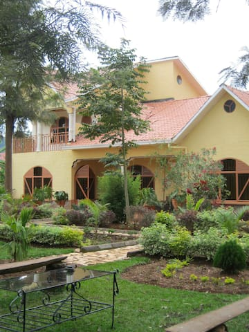 Furnished house with big garden - Kigali - House