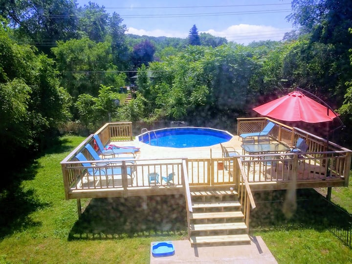 Rare find, House 1.5 blocks to beach with a POOL!